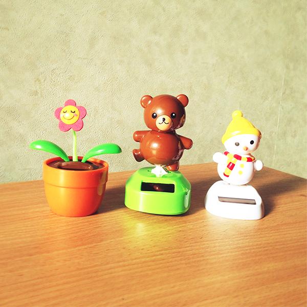 画像:コザクラインコの見て楽しむおもちゃ